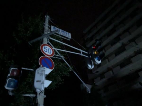 日本北海道街頭號誌受停電影響,無法運作。(圖擷取自HBC北海道放送)