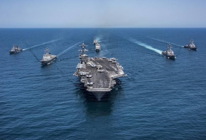 中國解放軍退役中將王洪光認為,若中國對台發動戰爭,美軍肯定會強烈反擊。圖為美軍艦隊。(路透檔案照)