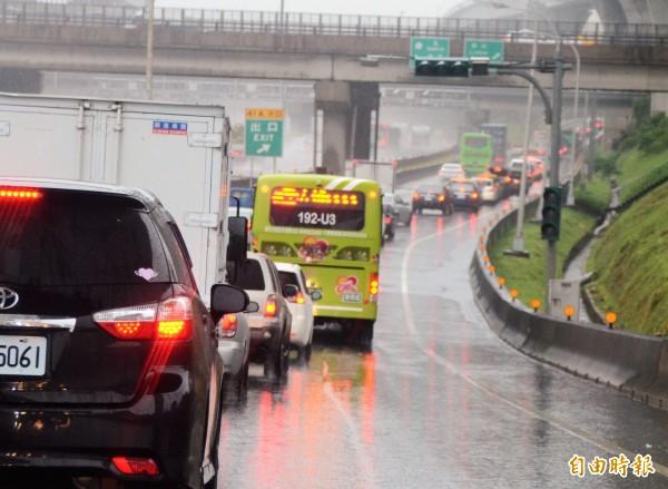 國道1號北上38.4K處在今早發生遊覽車追撞車禍,共造成7人受傷。圖為示意圖。(資料照,記者鄭淑婷攝)