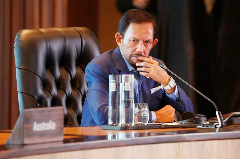 汶萊下週三(4月3日)將有新刑法上路,包括對通姦罪和同性戀處以石刑致死,對竊盜罪處以斷手斷腳。圖為汶萊蘇丹兼首相包奇亞(Hassanal Bolkiah)。(路透)
