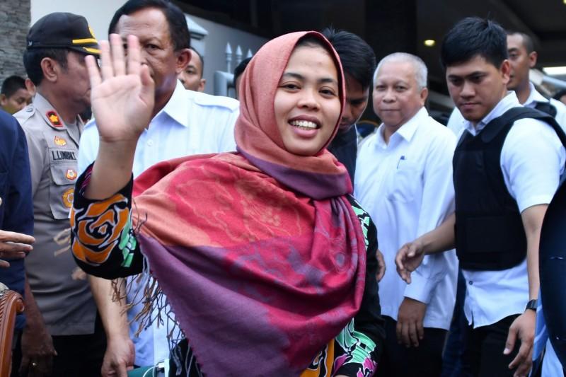 印尼籍女子艾夏(Siti Aishah)2年前涉嫌在吉隆坡機場毒殺北韓領導人金正恩同父異母的兄長金正男,近日突然獲釋。(法新社)