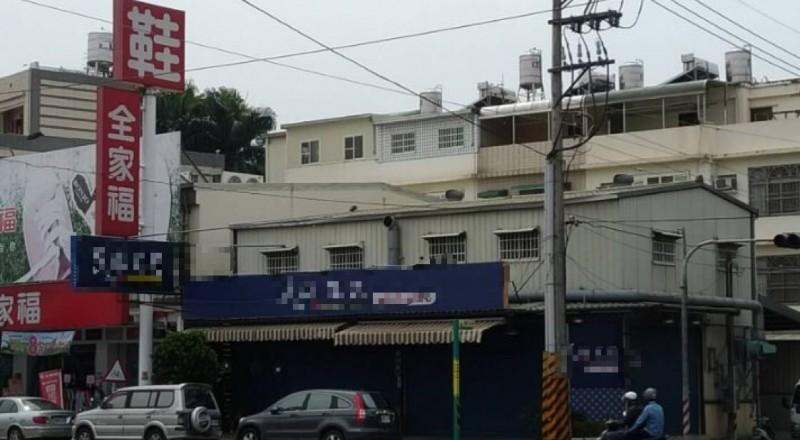 女網友在Dcard發文表示,哥哥去年吃了這間豆奶攤產品後暴斃身亡,如今該店疑似更名再度營業。(圖擷自Dcard)
