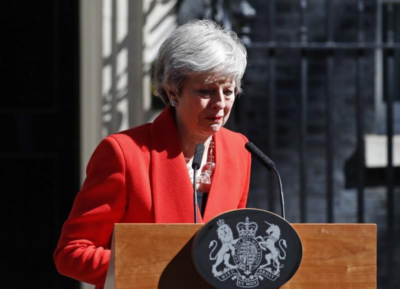 英國首相梅伊今日在唐寧街10號外發表演說,宣布自己將在6月7日辭去首相職務,她哽咽表示,能擔任英國首相,為她最愛的國家服務,是她這一生中最大的榮耀。(美聯社)