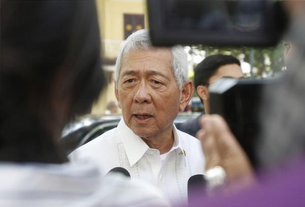 菲國外交部長雅賽為杜特蒂澄清,他在南海議題上的「即興發言」都不具約束力。(美聯社)