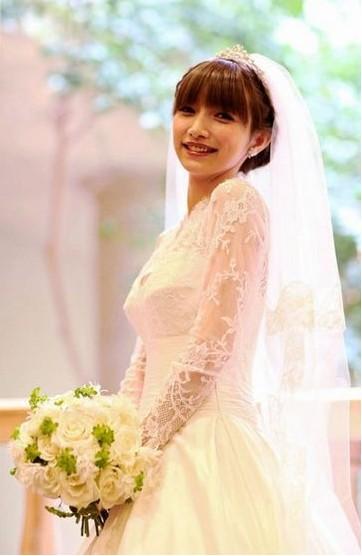 後藤真希登記後隔半年終於完婚,披上婚紗美美嫁人。(截自日本雅虎)