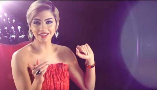埃及女主持人薩拉(Doaa Salah),在節目上詢問觀眾是否考慮過婚前性行為,並說出有關懷孕的開放言論,遭法院判處3年有期徒刑。(圖擷自YouTube)