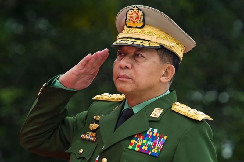 美國今(17)日宣布,將對緬甸軍總司令敏昂來(Min Aung Hlaing)在內的多名高層軍官實施制裁行動,禁止入境美國。(法新社)