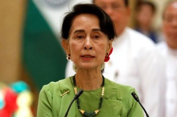爭取緬甸的民主與人權而榮獲諾貝爾和平獎的翁山蘇姬(Aung San Suu Kyi),其作為緬甸政府的元首,外界對她寄予重望,為羅興亞難民做點什麼,然而翁山蘇姬卻讓人失望!緬甸政府認定挑起事端的是羅興亞人,並稱羅興亞救世軍是極端主義、恐怖組織,讓恐怖主義與其掛勾。(路透社)