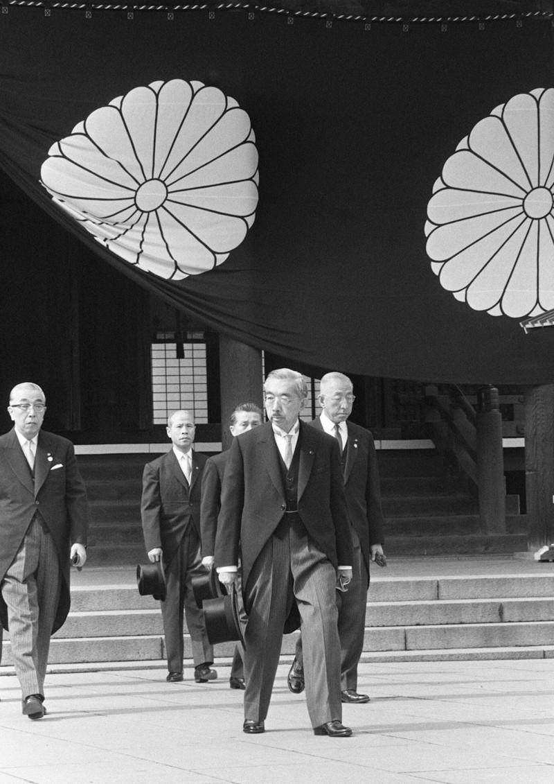 1969年神社創立100年時,昭和天皇前往參拜,但自1978年甲級戰犯入祠後,昭和天皇再也沒有前往參拜。(法新社)