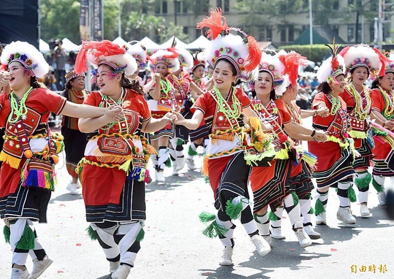 Aboriginal dancers perform during yesterday's Double Ten National Day ceremony in front of the Presidential Office Building in Taipei. Photo: Chien Jung-fong, Taipei Times