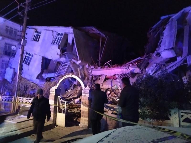 土耳其東部艾拉齊省今晚發生規模6.5地震。據初步報告,地震已造成6人死亡,十多人受傷,許多建物嚴重倒塌。(法新社)