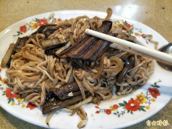 炒鱔魚意麵肉質有嚼勁、洋蔥鮮甜。(記者邱灝唐攝)
