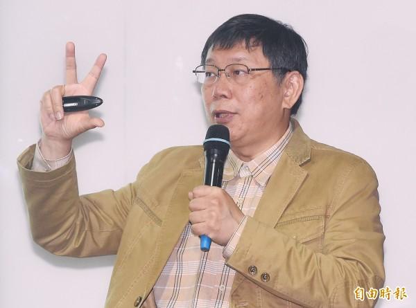 台北市長柯文哲今天應邀到南華高中演講,他坦言一生唯一做錯的事,就是去當阿扁的醫生。(記者廖振輝攝)