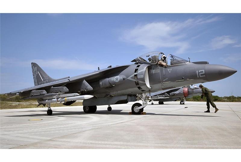 美國海軍陸戰隊1架AV-8B「海獵鷹」攻擊機21日在北卡羅萊納州墜毀,飛行員成功彈射逃生,已經送往當地醫院治療,事故未造成地面民眾傷亡或財產損失。(圖擷取自美國海軍陸戰隊網站)