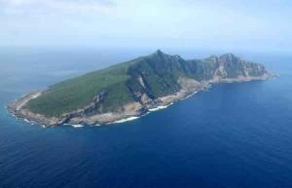 近日有日本學者引我國1970年發行的「台灣省通志」指出,釣魚台是台東所轄的一個島,而非我國主張之宜蘭外海的釣魚台列嶼。圖為釣魚台。(歐新社)