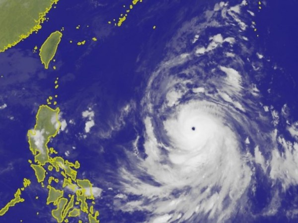 中央氣象局表示,康芮颱風若暴風圈在週五、週六掃過台灣北部近海,不排除發布海上颱風警報,週五將是對台灣影響最劇烈的時候。(圖擷取自中央氣象局)
