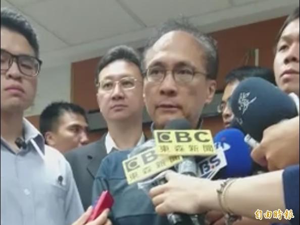 林全在接受訪問時指出,台鐵這起爆炸案是「惡意犯案」。(記者王冠仁攝)