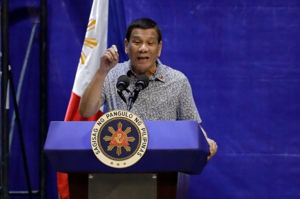 菲律賓駐台辦事處說明,由於大多數受害者和詐騙證據都在中國,菲律賓政府認為有必要將台灣嫌犯送到北京接受審判。圖為菲律賓總統杜特蒂。(歐新社)