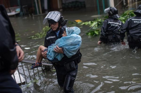 香港天文台指出,山竹為二戰後襲港最強颱風。(歐新社)