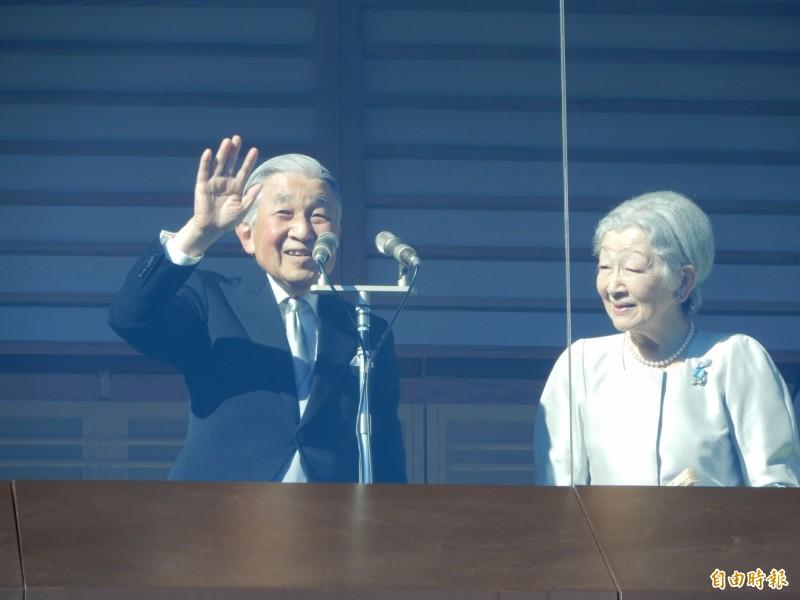 資深記者野島剛近日撰文表示,明仁上皇(左)可能很希望訪問台灣。(資料照)