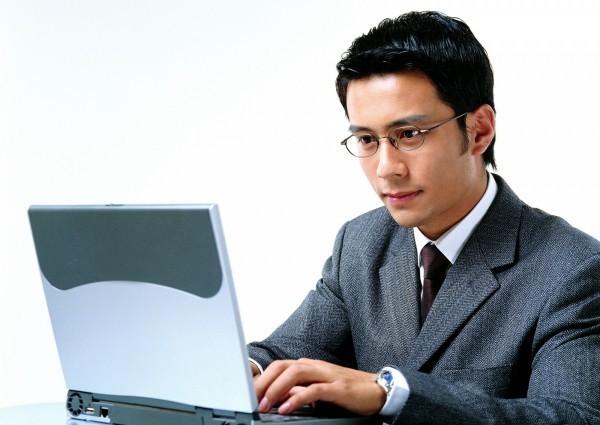 台南某貿易公司的陳姓老闆被一封電子郵件騙走將近200萬元。(情境照)