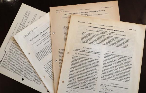 圖為此次拍賣會上,霍金的學術文件。(美聯社)