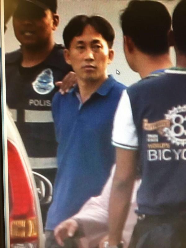 馬來西亞媒體公布涉嫌殺害金正男的46歲北韓男子李正哲遭逮捕的照片。(圖擷取自推特)
