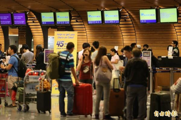 世界各國來台旅遊人數依舊呈現穩定增加的狀況,圖為桃園機場一景。(資料照,記者姚介修攝)