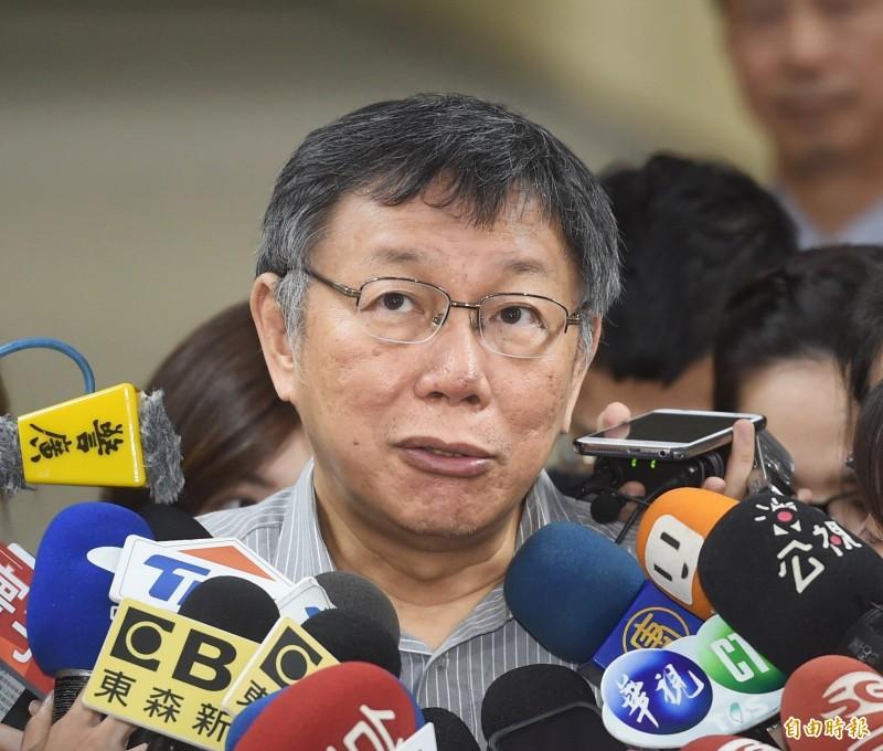 台北市長柯文哲晚間接受電視專訪直言,「芒果乾」一定贏過「發大財」。(記者方賓照攝)