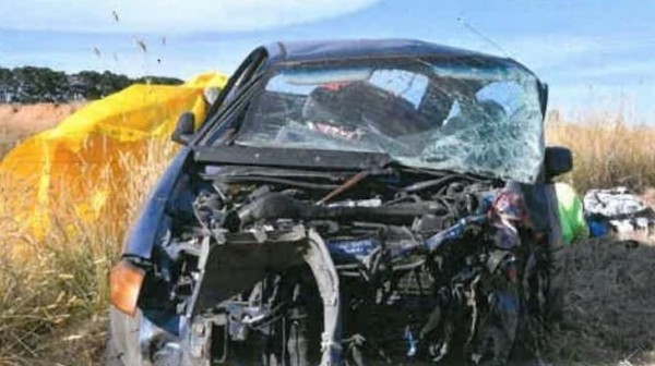 中國籍男子潘亞東由於不懂英文路標,2017年在澳洲維多利亞省洛恩的大洋路開車時,未在停車指示牌前停車,撞上另一輛車,導致對方駕駛當場死亡,且潘男車上的友人也受重傷。(圖擷取自推特)