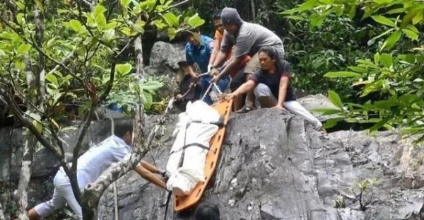 泰國象牙瀑布上月底發現一名中國女遊客的屍體,疑似遭到殺害。(圖片擷取自《南方都市報》)
