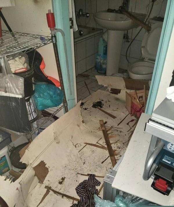 屋內家具因氣爆,到處噴飛。(桃園市消防局提供)