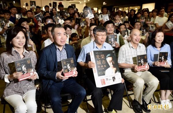 台北市長柯文哲光榮城市」新書分享會,現場的號碼牌直到開場前才發完。(記者簡榮豐攝)