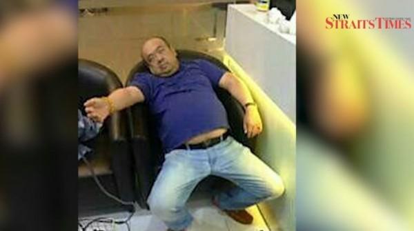 馬來西亞媒體《新海峽時報》刊出金正男在遇刺後昏迷的身影。(圖取自YouTube)
