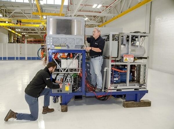 勞斯萊斯開發混合動力(電池與引擎)系統,可在車輛載具上使用雷射砲,將與洛克希德馬丁公司的雷射武器結合並進行測試。(圖擷自勞斯萊斯網站)