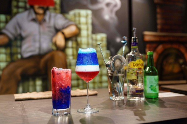 新加坡1間酒吧為了紀念「川金會」,特地使用川普最愛的健怡可樂,與韓國傳統的燒酒特製1款「Bromance」調酒。(法新社) ☆飲酒過量  有害健康  禁止酒駕☆