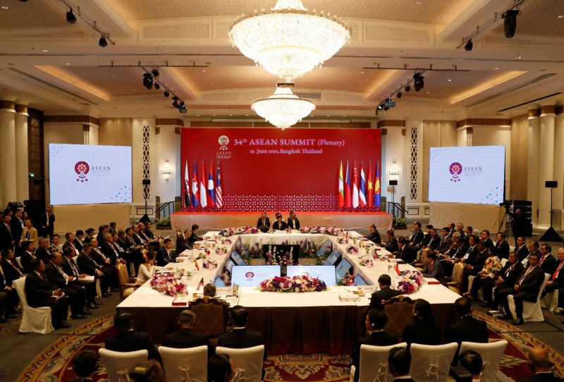 東協各國在22日的高峰會上通過《曼谷宣言》,誓言共同打擊海洋垃圾。(路透)