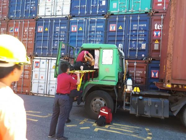 昨天上午,高雄市傳貨櫃車駕駛傳猝死在工作崗位。(圖截自聯結車 大貨車 大客車 拉拉隊 運輸業 照片影片資訊分享團)
