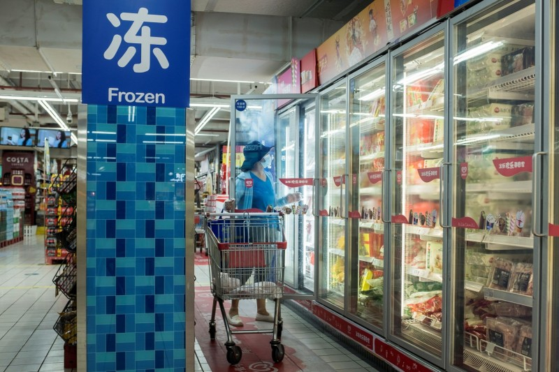 中國近日指稱在進口冷凍食品上驗出病毒,但WHO強調民眾無須對此憂心。(路透)