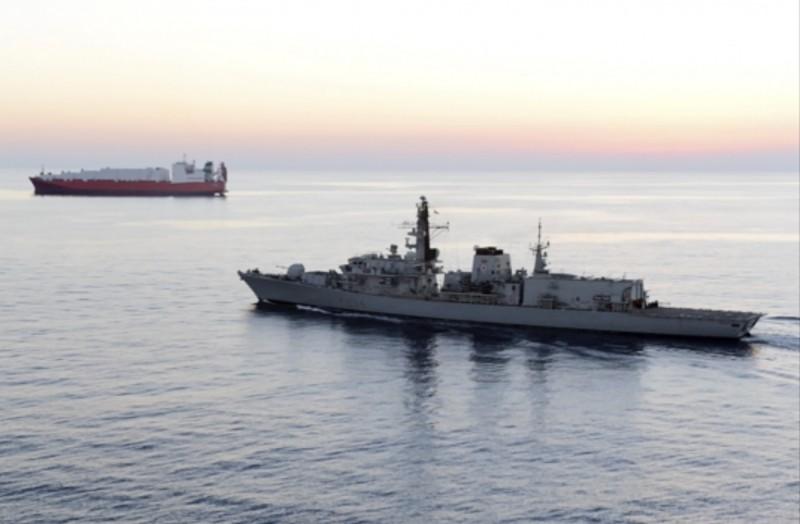 美國懷疑伊朗扣押一艘阿拉伯聯合大公國的小型油輪,伊朗外交部發言人今日表示該船故障,只是提供救援。(美聯社)