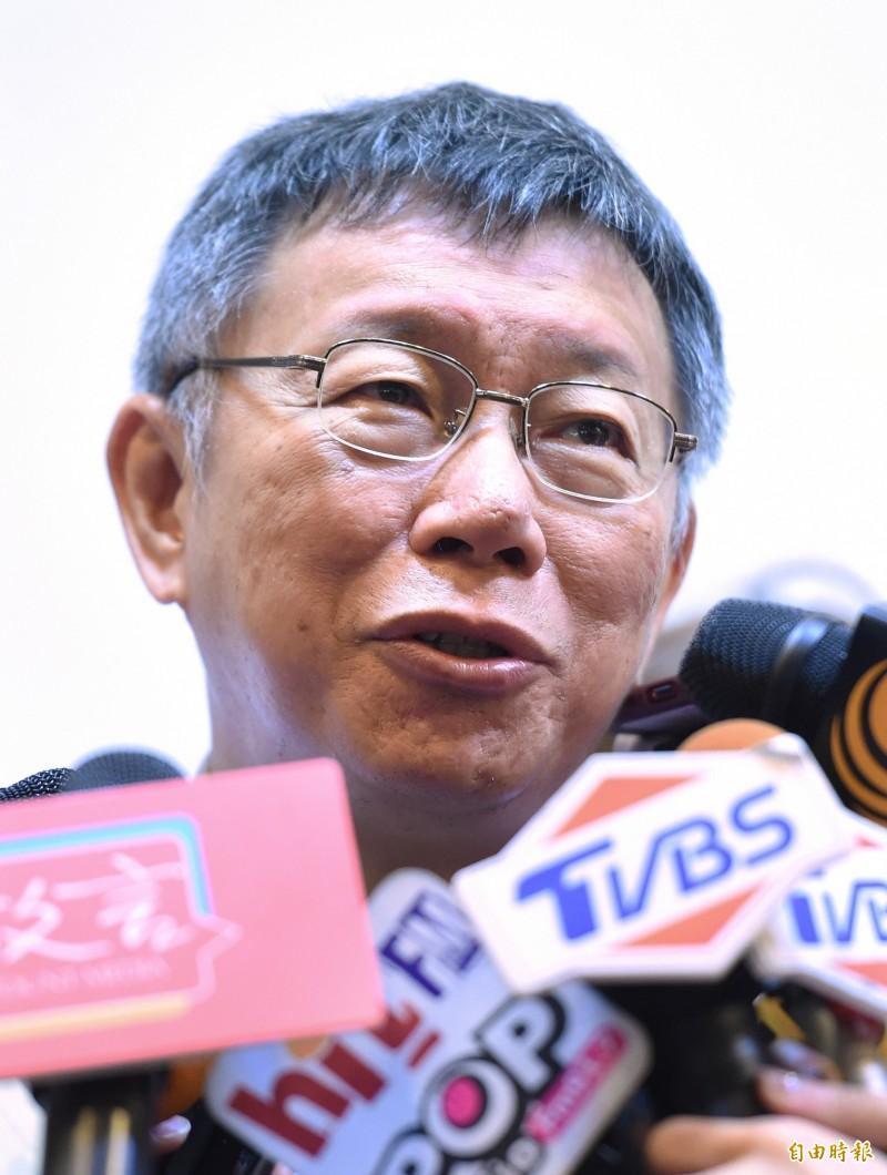 前新北市長朱立倫昨接受專訪時表示,郭台銘應該不會脫黨參選2020,假使郭真的出來選,那國民黨就打包了,台北市長柯文哲今表示,「重點是台灣不可以完」。(記者廖振輝攝)