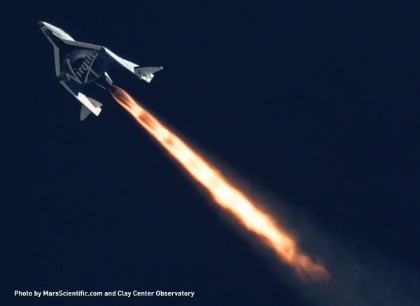 太空船在脫離載具後直衝太空的畫面。(法新社)