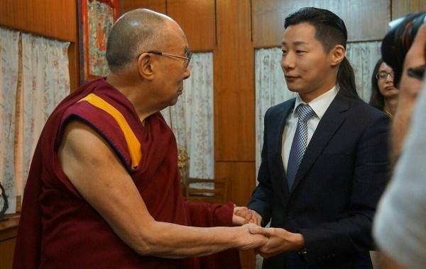 時代力量立委林昶佐認為,蒙藏相關業務併入文化部更可讓組織分工專業化,節省民眾的荷包。(資料照,林昶佐提供)