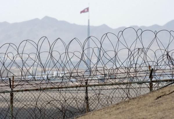 南北韓近來不平靜,北韓今天下午朝南韓方向開砲。圖為南北韓邊境資料照。(法新社)
