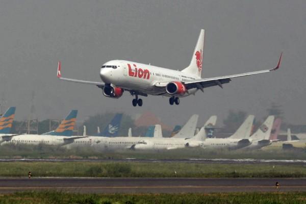 獅航為印尼最大的民營航空,2007年被歐盟認為安全標準不符歐盟標準,而遭禁飛歐洲航線。印尼獅航客機示意圖。(美聯社)