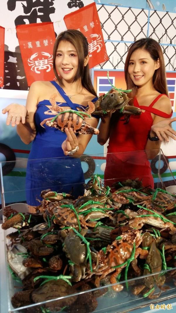 新北市政府今天舉行萬里蟹季記者會,邀請民眾品嘗蟹料理。(記者賴筱桐攝)