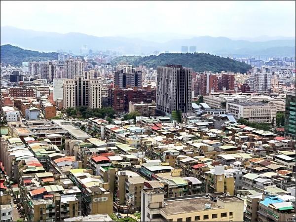 內政部表示,重建標準放寬,只要耐震危險總分超過45分就能重建,並溯及既往,目前全台灣耐震危險總分介於45分到60分的老屋總件數為3037件(棟)。(資料照)