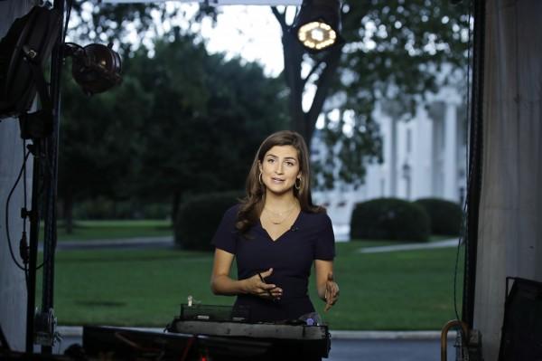 美國有線電視新聞網的記者柯林斯(見圖)今日不過詢問美國總統川普兩個問題,就被白宮告知不歡迎他們參加接下來的採訪行程。(美聯社)