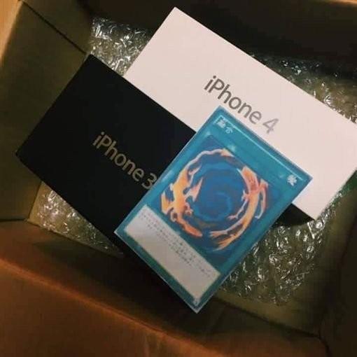 近來這張圖在網路瘋傳,網購iPhone7卻收到i4+i3以及一張融合卡。 (圖擷自P網路)