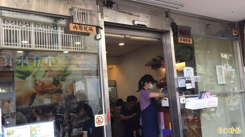 台北6間水餃人氣名店,究竟是哪間想吃還得領號牌呢?!(記者林秀豪攝)